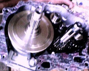 Menata crankshaft dan gearbox